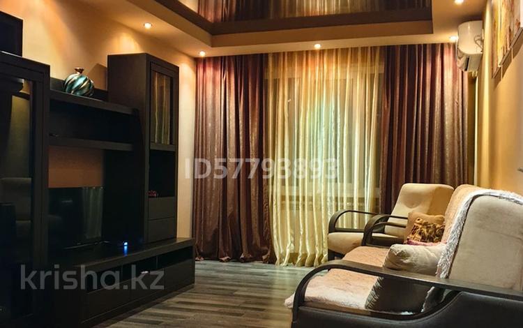 2-комнатная квартира, 45 м², 5/5 этаж посуточно, Авангард-4 за 10 000 〒 в Атырау, Авангард-4