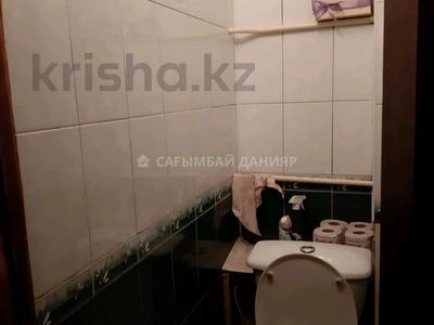 3-комнатная квартира, 60 м², 2/5 этаж, мкр Аксай-2 — Момышулы за 22.5 млн 〒 в Алматы, Ауэзовский р-н