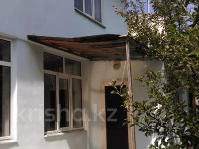 4-комнатный дом помесячно, 125 м², 8 сот., Жазылбек 12 — Саина за 200 000 〒 в Алматы, Алмалинский р-н — фото 2
