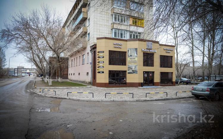 Здание, площадью 700 м², Сатыбалдина 2 — Муканова за 120 млн 〒 в Караганде, Казыбек би р-н