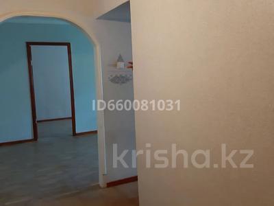 2-комнатная квартира, 45 м², 3/5 этаж помесячно, Самал 54 за 50 000 〒 в Таразе