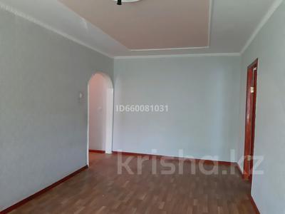 2-комнатная квартира, 45 м², 3/5 этаж помесячно, Самал 54 за 50 000 〒 в Таразе — фото 2