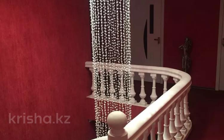 5-комнатный дом, 400 м², 11 сот., Отрадное 168 за 49 млн 〒 в Темиртау