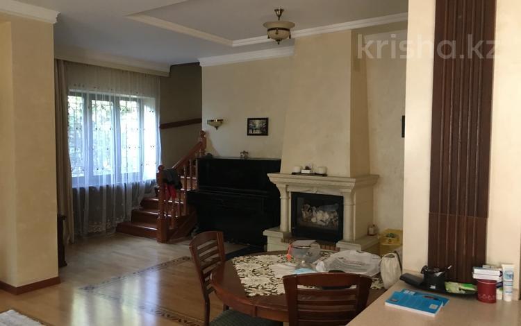 7-комнатный дом помесячно, 600 м², 10 сот., Мкр Кок-Тобе-2 за 1.5 млн 〒 в Алматы, Медеуский р-н