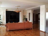 4-комнатная квартира, 215 м², 5/8 этаж помесячно