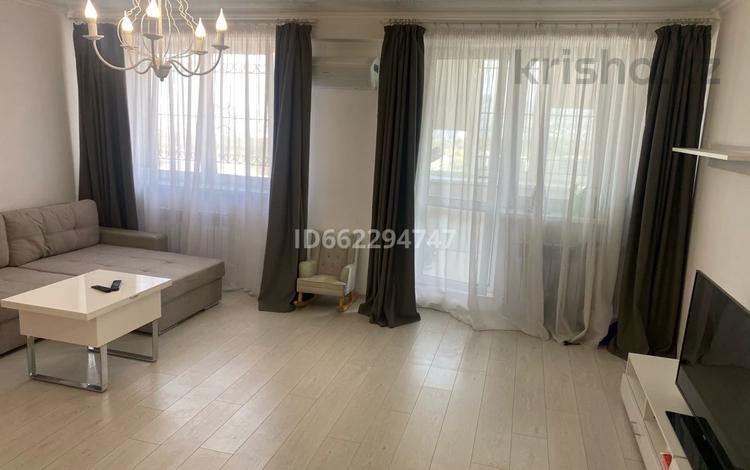 2-комнатная квартира, 65 м², 11/11 этаж помесячно, Жарокова 230 за 240 000 〒 в Алматы