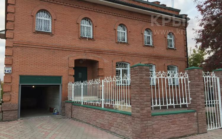 6-комнатный дом, 570 м², 6 сот., Далидовича 142 за 205 млн 〒 в Новосибирске