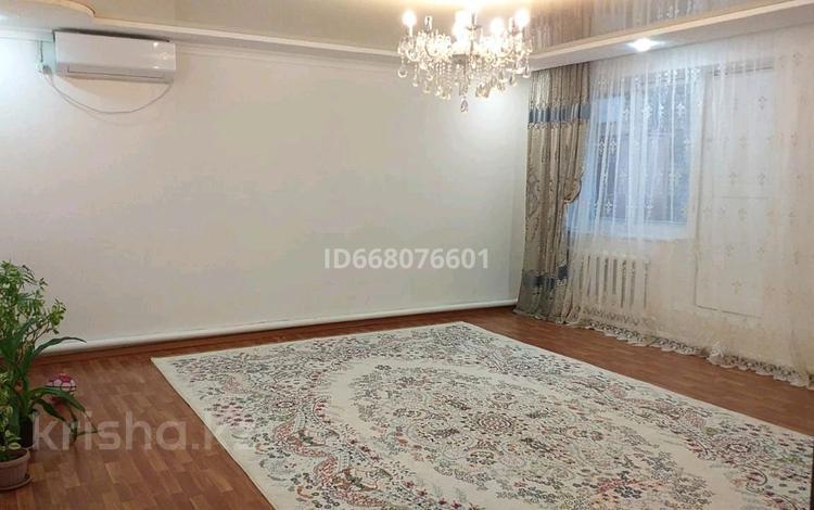 4-комнатная квартира, 93 м², 1/3 этаж, улица Мантаева 194 кв 14 за 6 млн 〒 в Доссор