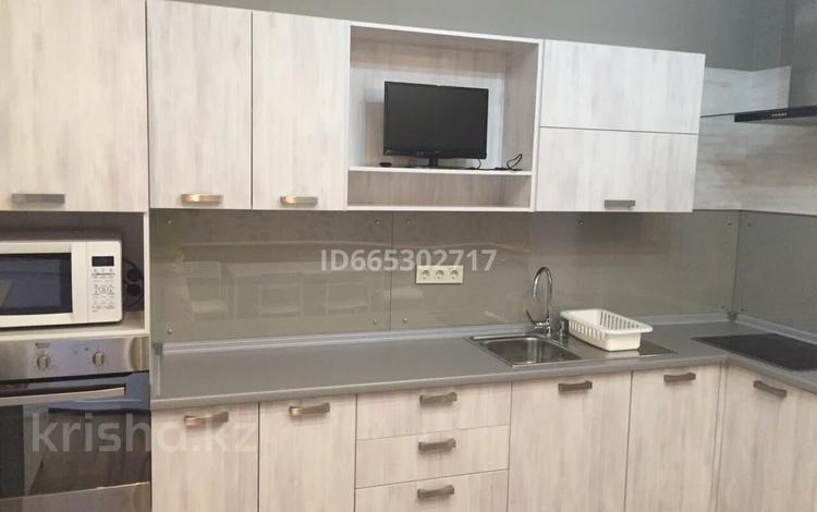 2-комнатная квартира, 100 м², 6/18 этаж помесячно, Аль-Фараби 21 за 325 000 〒 в Алматы
