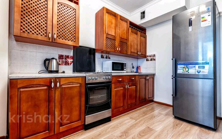 1-комнатная квартира, 45 м², 3/14 этаж посуточно, Сарайшык 5 за 9 000 〒 в Нур-Султане (Астане), Есильский р-н