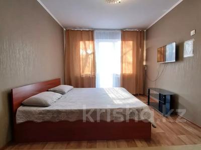 1-комнатная квартира, 32 м², 3/5 этаж посуточно, Абдирова 50/2 — Назарбаева за 5 000 〒 в Караганде, Казыбек би р-н — фото 2