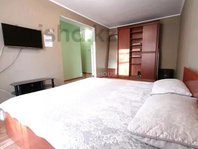 1-комнатная квартира, 32 м², 3/5 этаж посуточно, Абдирова 50/2 — Назарбаева за 5 000 〒 в Караганде, Казыбек би р-н — фото 3