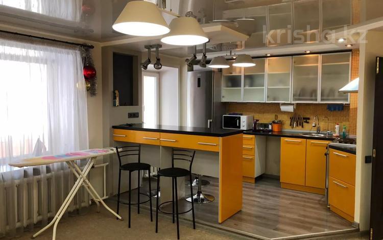 3-комнатная квартира, 80 м², 2/5 этаж посуточно, Протозанова 111 за 30 000 〒 в Усть-Каменогорске