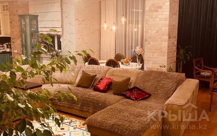 3-комнатная квартира, 180 м², 11/12 этаж, М -рн Спепной 2 2/4 за 75 млн 〒 в Караганде, Казыбек би р-н