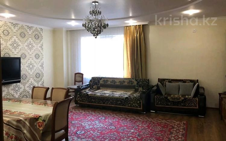 3-комнатная квартира, 106 м², 3/12 этаж, Пр-т Республики 1/3 за 25 млн 〒 в Караганде, Казыбек би р-н