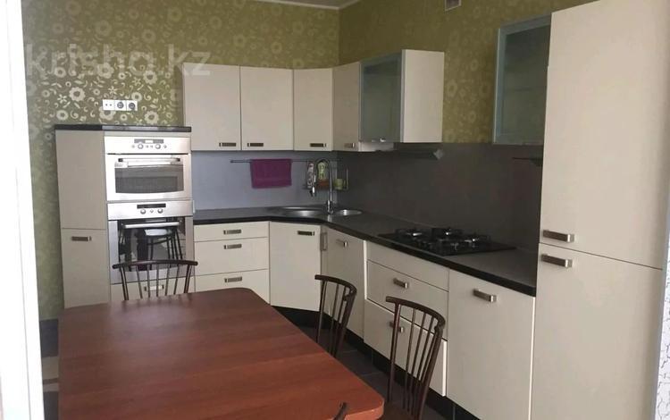 4-комнатная квартира, 150 м², 8/9 этаж помесячно, Сатпаева 5 — Марьесева за 200 000 〒 в Актобе