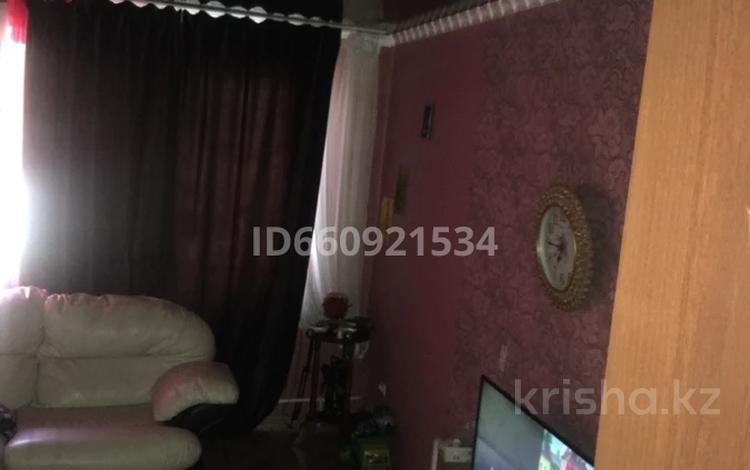 3-комнатная квартира, 65 м², 2/2 этаж, мкр Михайловка 14а — Челябинская за 15.8 млн 〒 в Караганде, Казыбек би р-н