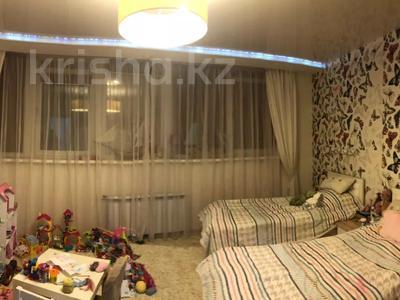4-комнатная квартира, 135 м², 7/18 этаж, Шахтеров 60 за 49 млн 〒 в Караганде, Казыбек би р-н — фото 7