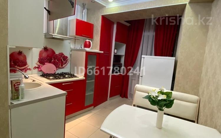 3-комнатная квартира, 74 м², 4/4 этаж посуточно, Маметовой — Панфилова за 18 000 〒 в Алматы, Алмалинский р-н