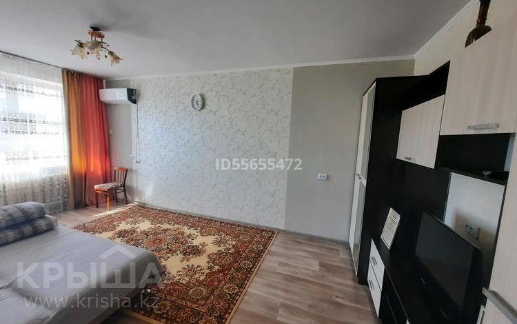 1-комнатная квартира, 40 м² посуточно, Санкибай батыра 167 — Сатпаева за 5 000 〒 в Актобе