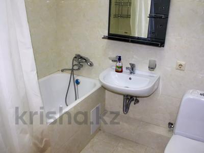 1-комнатная квартира, 40 м², 2 этаж посуточно, мкр Тастак-3, Жамбыла 93а — Джамбула за 10 000 〒 в Алматы, Алмалинский р-н