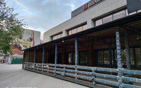 Здание, площадью 2130 м², проспект Нуркена Абдирова — проспект Бухар Жырау за 740 млн 〒 в Караганде, Казыбек би р-н
