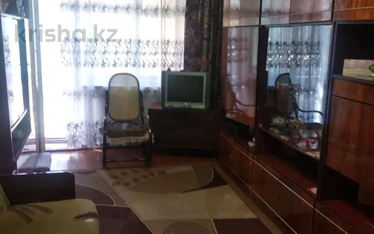 3-комнатная квартира, 58 м², 2/2 этаж, Бобруйская 1а за 8.9 млн 〒 в Караганде, Казыбек би р-н