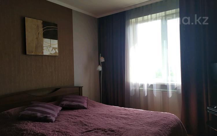 2-комнатная квартира, 54 м², 10/10 этаж, улица Зональная 83 за 13.5 млн 〒 в Караганде, Казыбек би р-н