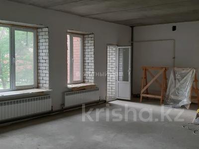 3-комнатная квартира, 124 м², 1/3 этаж, Кердери 122 за 36 млн 〒 в Уральске — фото 3