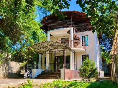 6-комнатный дом помесячно, 220 м², 6 сот., мкр Самал-3, Сырмак за 750 000 〒 в Алматы, Медеуский р-н