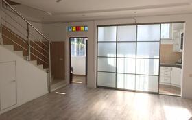 3-комнатный дом помесячно, 190 м², Костеева — Бекхожина за 485 000 〒 в Алматы, Медеуский р-н