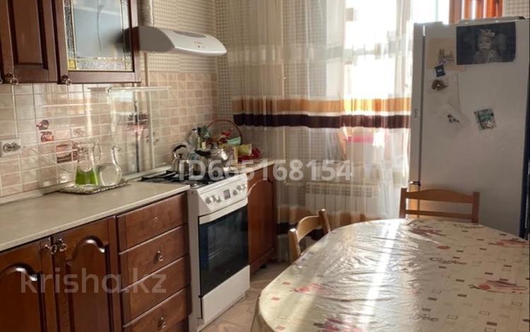 4-комнатная квартира, 107 м², 5/9 этаж, 11 мкр за 25.5 млн 〒 в Актобе