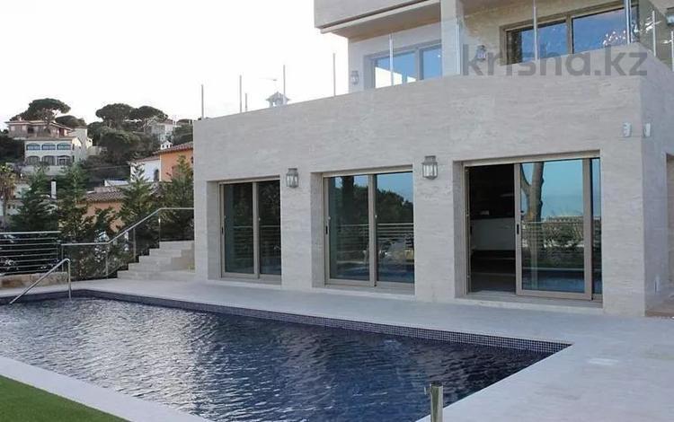9-комнатный дом, 550 м², 10 сот., Carrer Balears, calonge 4 за 970.5 млн 〒