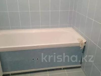1-комнатная квартира, 43 м², 2/9 этаж помесячно, 5 мкр 20 за 80 000 〒 в Аксае — фото 9