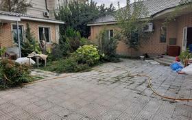 4-комнатный дом помесячно, 200 м², мкр Таусамалы 21 за 250 000 〒 в Алматы, Наурызбайский р-н