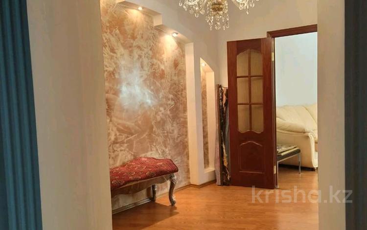 2-комнатная квартира, 73 м², 6/22 этаж на длительный срок, Кабанбай батыра 87 за 300 000 〒 в Алматы, Алмалинский р-н