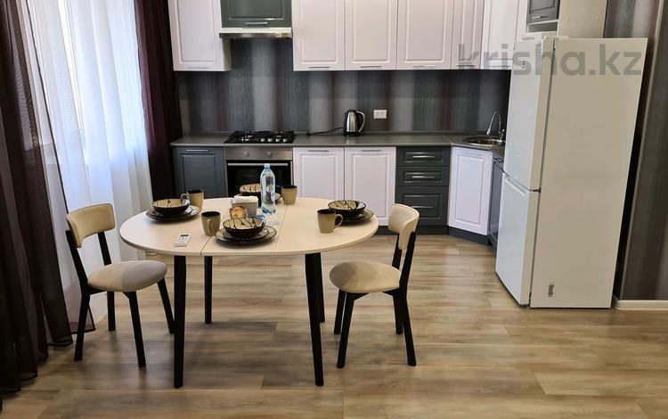 2-комнатная квартира, 75 м², 3/5 этаж посуточно, Сергея Тюленина 6 за 18 000 〒 в Уральске