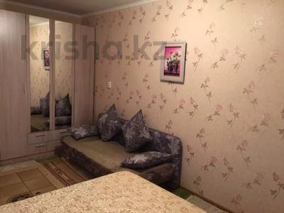 1-комнатная квартира, 29 м², 2/5 этаж посуточно, Махамбета 127 — Азаттык за 6 000 〒 в Атырау — фото 3