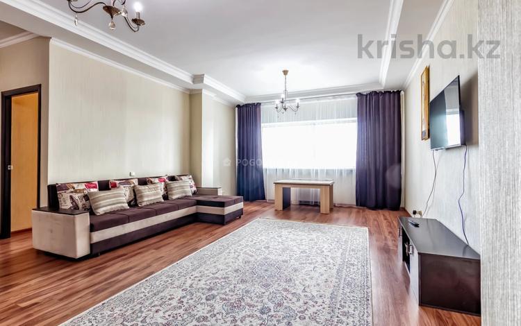 3-комнатная квартира, 80 м², 21 этаж посуточно, Достык 5/2 — Сауран за 20 000 〒 в Нур-Султане (Астана), Есильский р-н