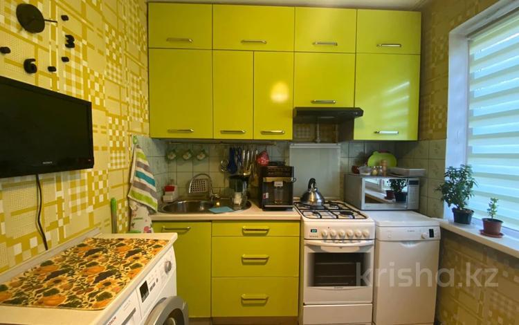 2-комнатная квартира, 43 м², 3 этаж, мкр №6, Койчуманова 45 — 6-й мкр за 17 млн 〒 в Алматы, Ауэзовский р-н