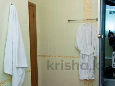 4-комнатная квартира, 150 м², 24/40 этаж посуточно, Достык 5/1 — Сауран за 30 000 〒 в Нур-Султане (Астана), Есиль р-н — фото 8