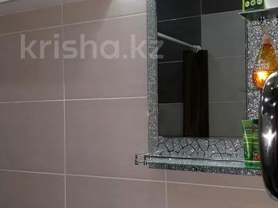 1-комнатная квартира, 42 м², 1/5 этаж посуточно, Гоголя 50/1 за 10 000 〒 в Караганде, Казыбек би р-н — фото 2