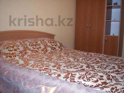 1-комнатная квартира, 38 м², 4/4 этаж посуточно, Бухар жырау 74 за 5 000 〒 в Караганде, Казыбек би р-н
