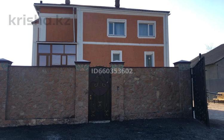 7-комнатный дом, 344.8 м², 10 сот., мкр Кунгей , Карима Мынбаева 88 за 46.5 млн 〒 в Караганде, Казыбек би р-н