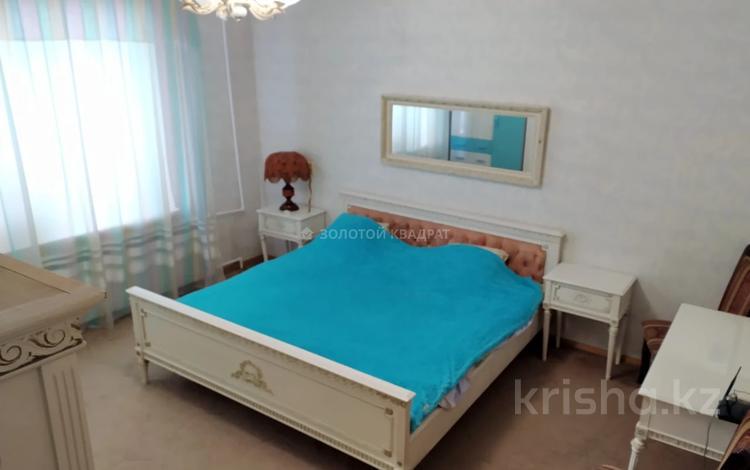 3-комнатная квартира, 70 м², 1/5 этаж, Степной-1 — Республики за ~ 18.7 млн 〒 в Караганде, Казыбек би р-н
