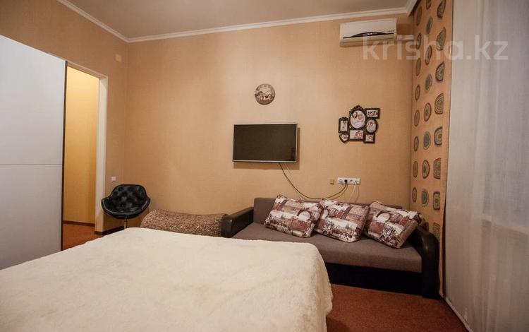 1-комнатная квартира, 38 м², 1/5 этаж посуточно, Радостовца 186 за 10 000 〒 в Алматы, Бостандыкский р-н