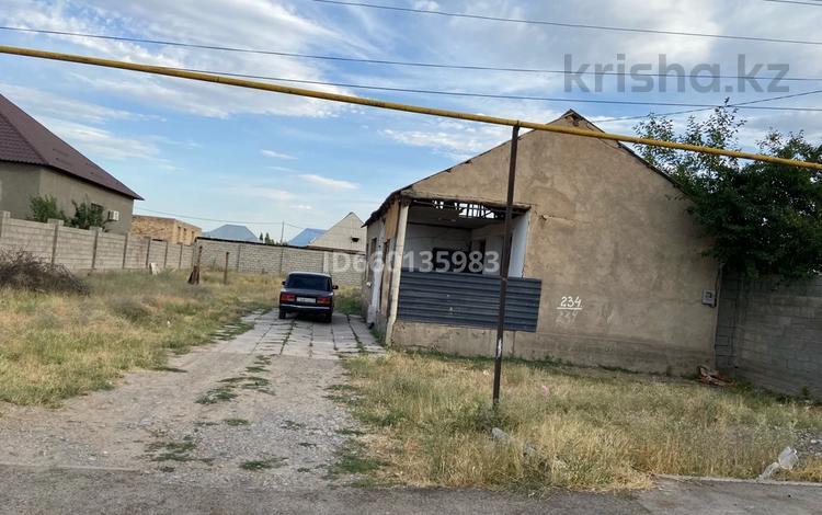 3-комнатный дом, 100 м², 8 сот., Акбаева 234 за 15 млн 〒 в Шымкенте, Каратауский р-н