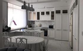 3-комнатная квартира, 100 м², 8 этаж помесячно, проспект Кабанбай Батыра 43C — Орынбор за 260 000 〒 в Нур-Султане (Астана), Есиль р-н