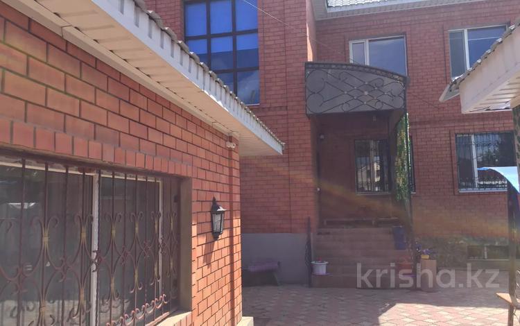 10-комнатный дом, 350 м², 6 сот., Бр жубановых 322а — Оспанова за 99 млн 〒 в Актобе, мкр 8