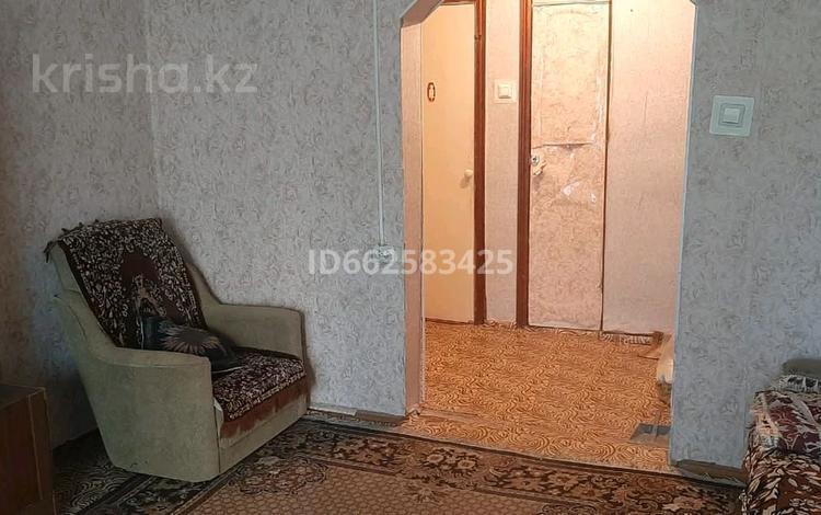 3-комнатная квартира, 60 м², 1 этаж помесячно, Уральск за 65 000 〒